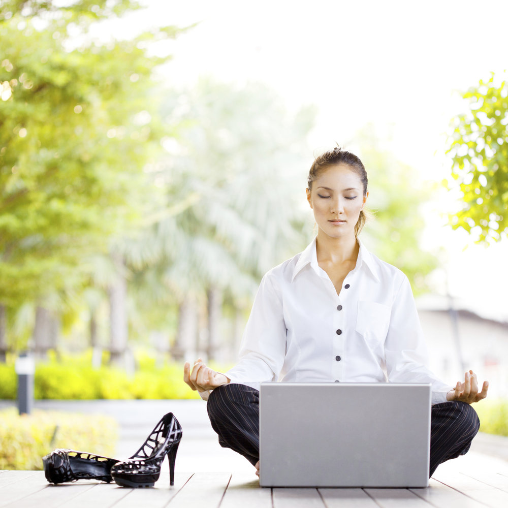 yoga-laptop-shoes-woman
